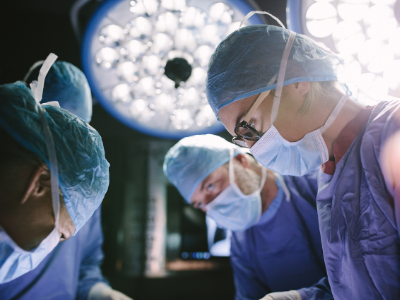 Female and male surgeons in an operating room